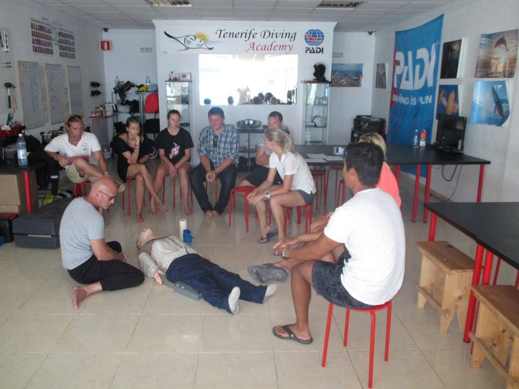 PADI Divemaster EFR Course